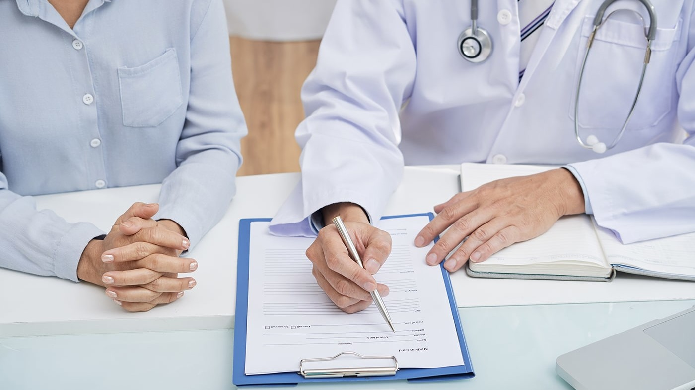 Doctor and patient looking at list of staph symptoms